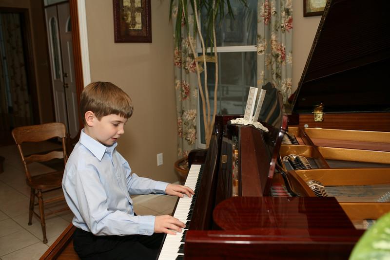 Timmy piano 029.JPG