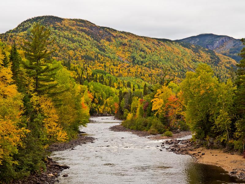 Rivière Malbaie et couleurs d'automne