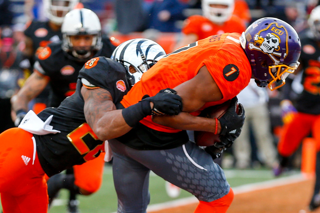 . North squad wide receiver Zay Jones of East Carolina (7) catches a pass for a touchdown as South squad cornerback Arthur Maulet of Memphis (28) defends during the second half of the Senior Bowl NCAA college football game, Saturday, Jan. 28, 2017, at Ladd-Peebles Stadium in Mobile, Ala. (AP Photo/Butch Dill)