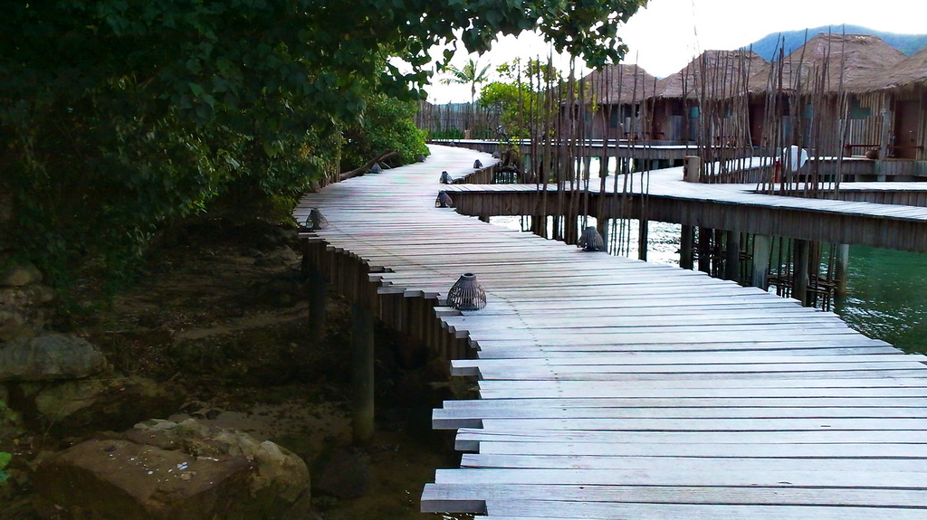 Walkway to villas, Song Saa