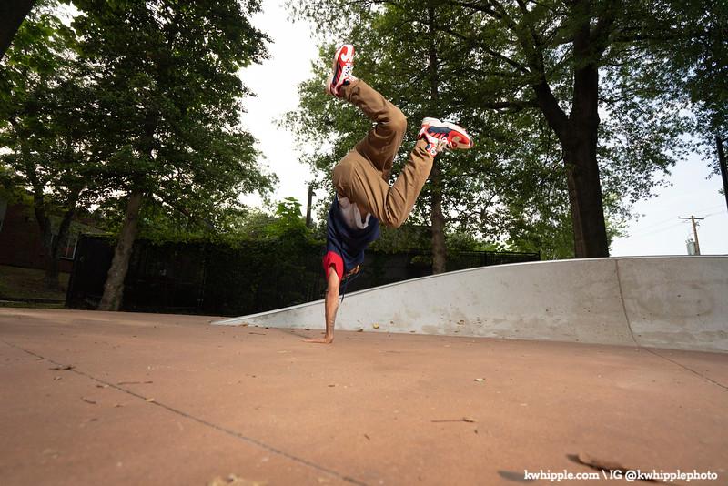 kwhipple_julie_alex_breakdancing_20190822_0029.jpg