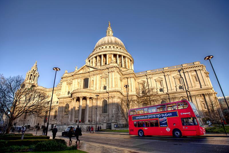 saint-pauls-cathedral-double-decker-bus-london.jpg