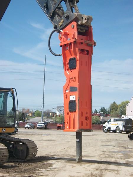 NPK GH15 hydraulic hammer on Deere 350G excavator (6).JPG