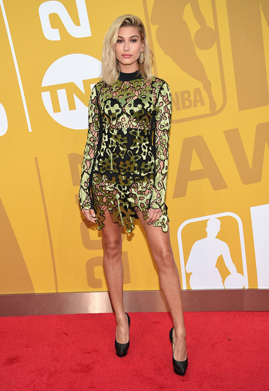 . Hailey Baldwin arrives at the NBA Awards at Basketball City at Pier 36 on Monday, June 26, 2017, in New York. (Photo by Evan Agostini/Invision/AP)