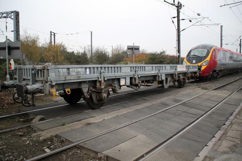Barrier 43.87.4145203-3 Mitre Bridge on 6x39 Dollands Moor-Edge Hill Pendo delivery 16/11/11.