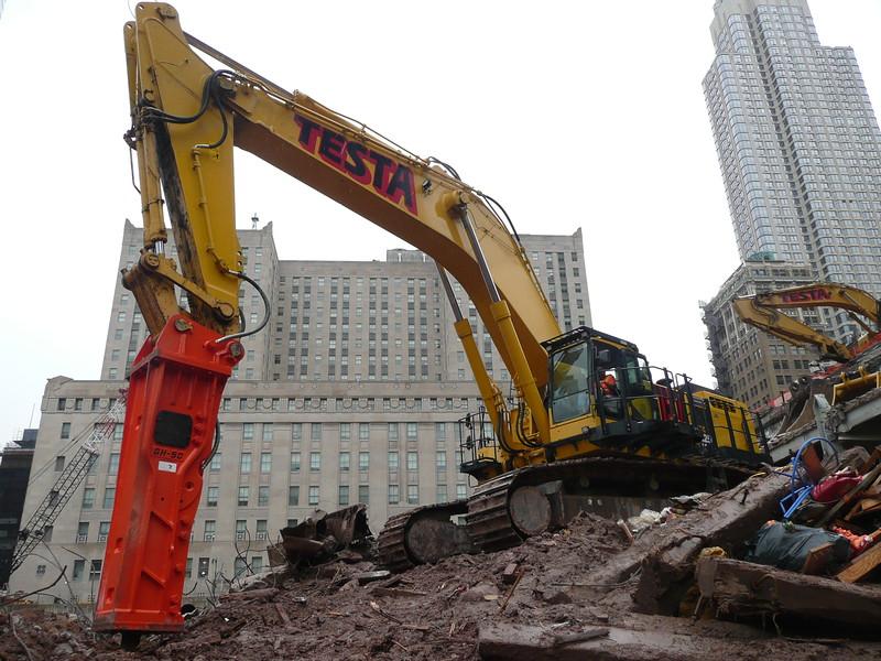 NPK GH50 hydraulic hammer on Testa excavator (16).JPG
