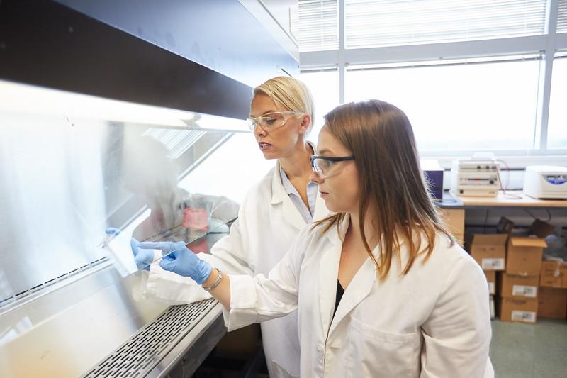 2018 UWL Bill Schwan Allison Zank Lillian Schulte Molecular Biology Lab 0013.jpg