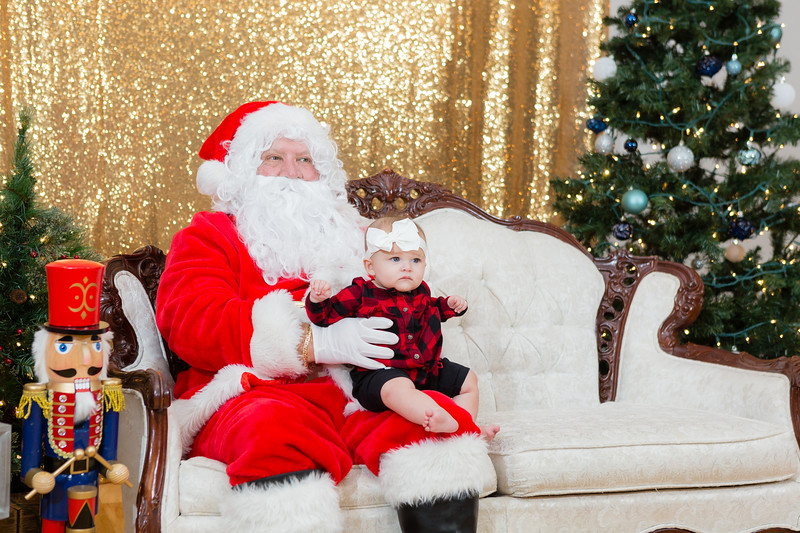 FADS Picture with Santa-324.jpg
