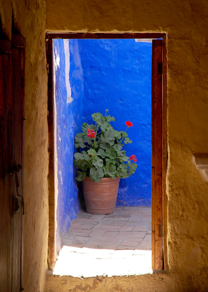Pot in blue#P3.jpg