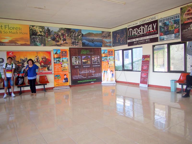 P5148045-arrival-hall.JPG