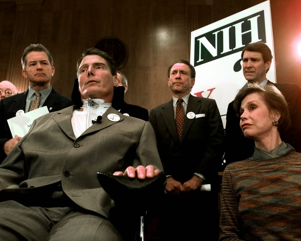 . Entertainers Christopher Reeve, second from left, and Mary Tyler Moore, are joined by members of Congress during a Capitol Hill news conference Thursday March 19, 1998 to call for the doubling of the National Institutes of Health budget. From left are, Rep. Mark Foley, R-Fla., Reeve, Sen. Arlen Specter, R-Pa., Sen. Bill Frist, R-Tenn., and Moore. (AP Photo/Joe Marquette)