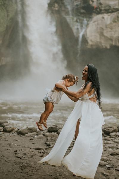 VTV_family_photoshoot_with_waterfall_Bali (142).jpg