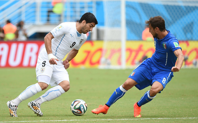 . Uruguay\'s forward Luis Suarez (L) and Italy\'s midfielder Claudio Marchisio vie during the Group D football match between Italy and Uruguay at the Dunas Arena in Natal during the 2014 FIFA World Cup on June 24, 2014.   EMMANUEL DUNAND/AFP/Getty Images