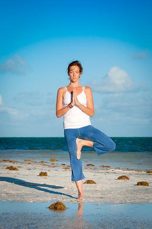 knee_bend_balance_hands_prayer_position_DSC_5251.jpg