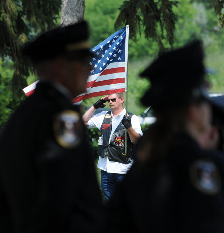 . A Patriot Guard members salutes police officers as they enter Acacia Park Cemetery.  (Pioneer Press: Jean Pieri)