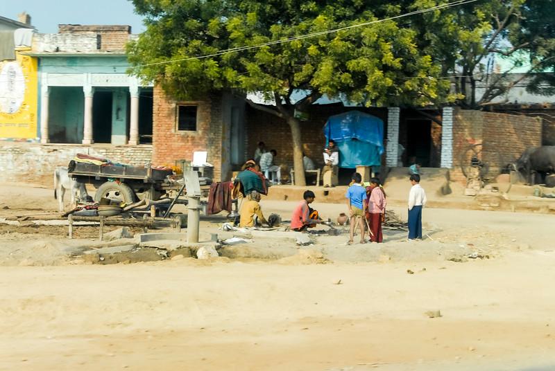 Roads_in_India_1206_058.jpg