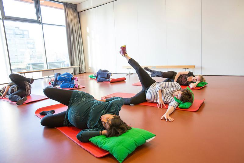 Zwangerschapsgymnastiek in de Theophile de Bockstraat, voor 'rondom de geboorte' 28 apeil 2015, foto: Katrien Mulder