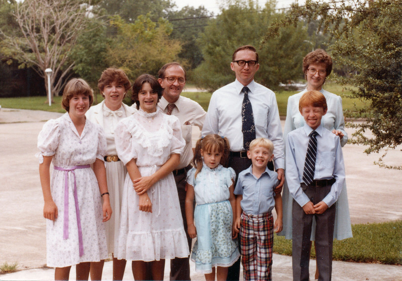 1982-08 Geary family and McGraw family with Annie Kennedy Geary.jpg