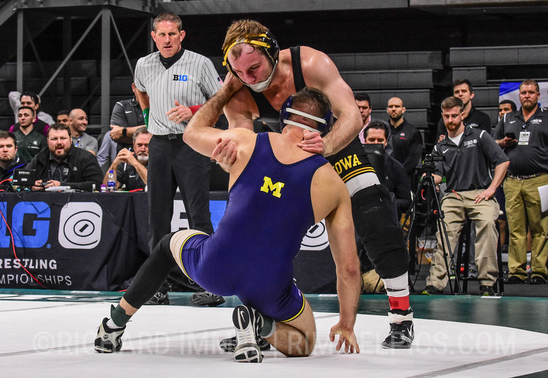 165: Logan Massa (Michigan) dec. Alex Marinelli (Iowa), 8-6 SV1