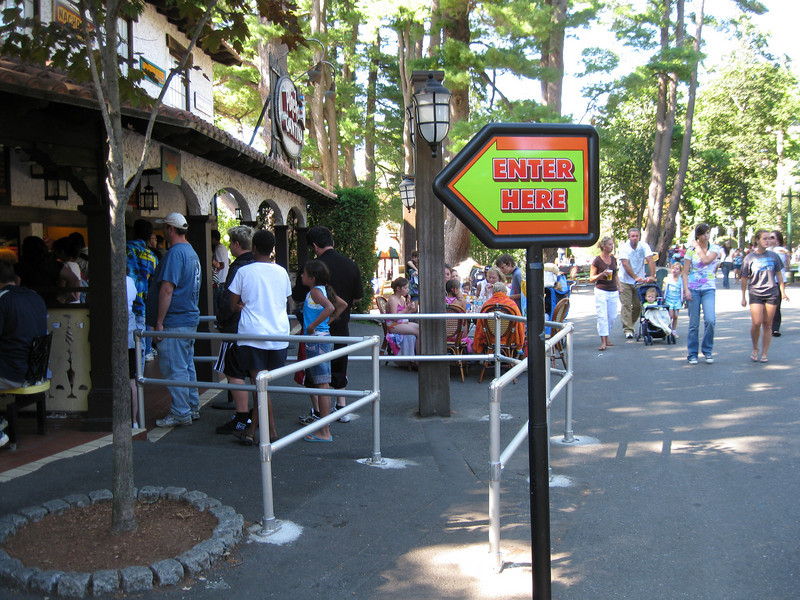 Poncho Cantina's entrance queue had railings installed.