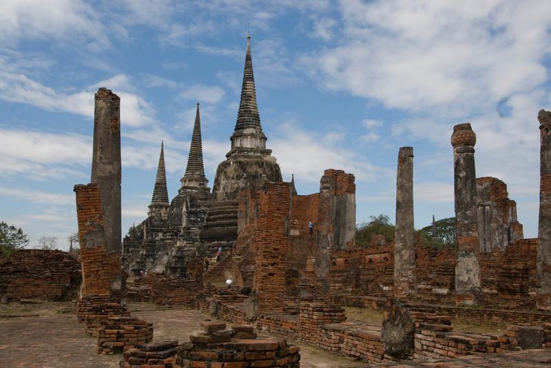 Wat Phrasisanpethi 4 - Ayutthaya, Thailand.jpg