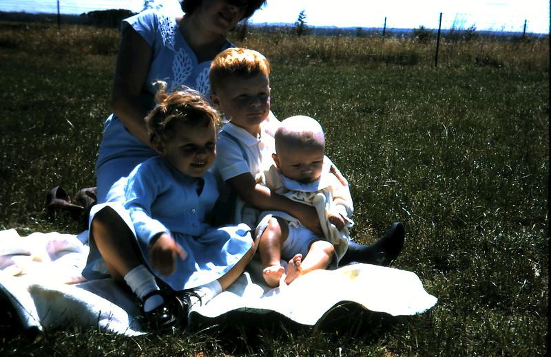 1965-12-8 (10) Kim 2 yrs, David 2 yrs, Susan 4 mths.JPG