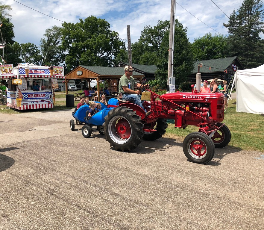 . Tawana Roberts � The News-Herald <br> Lake Metroparks offer free barrel train rides on Kids Day at the 2018 Lake County Fair on July 26.