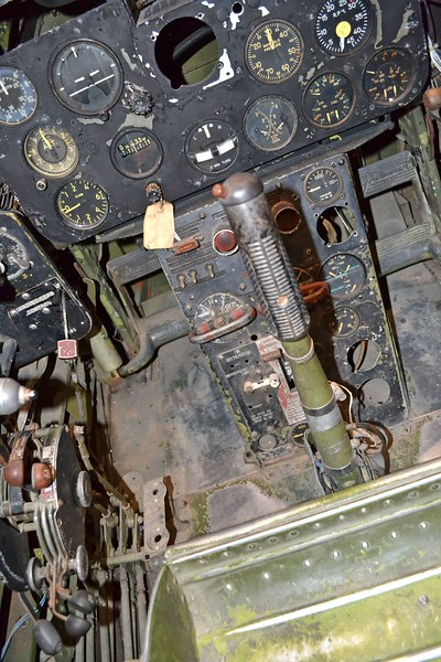 11. D1190 F7F-3 NMNA Cockpit forward ands down with center p.JPG