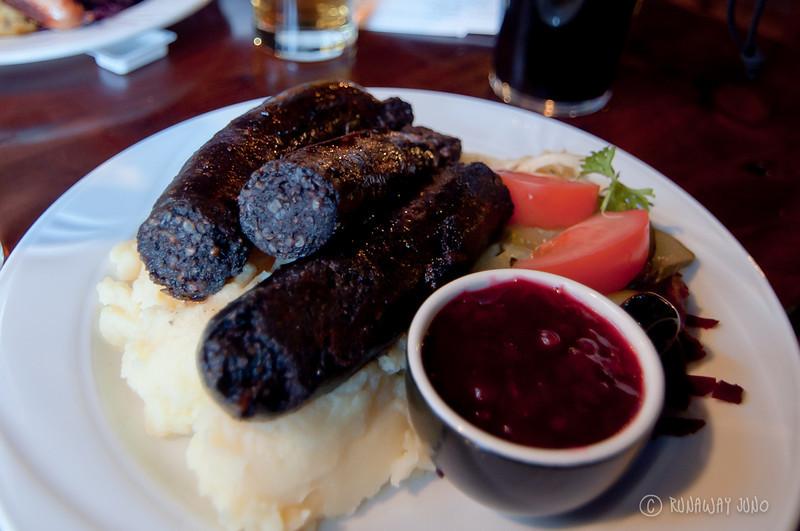 Mustamakkara_black_sausage_Finland_Tampere.jpg