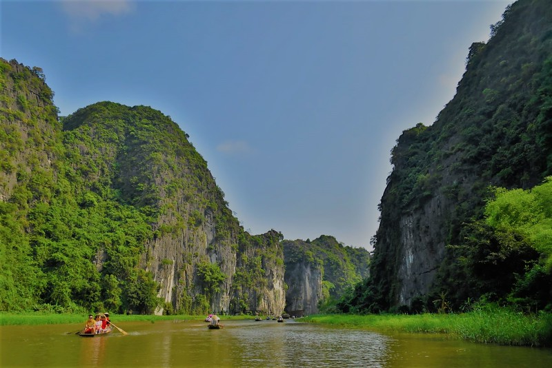 Things to do in Vietnam-Sailing on Halong Bay