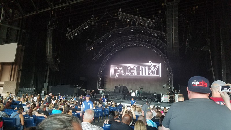 17-08-30 DAUGHTRY AND NICKLEBACK
