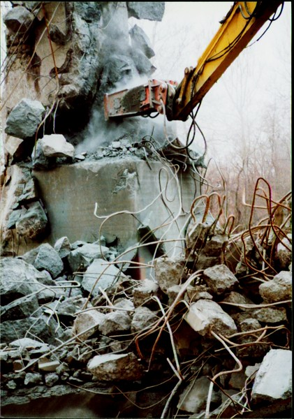 NPK E216 hydraulic hammer on Komatsu excavator at Rt 20 bridge in Ashtabula 12-15-00 (1).JPG