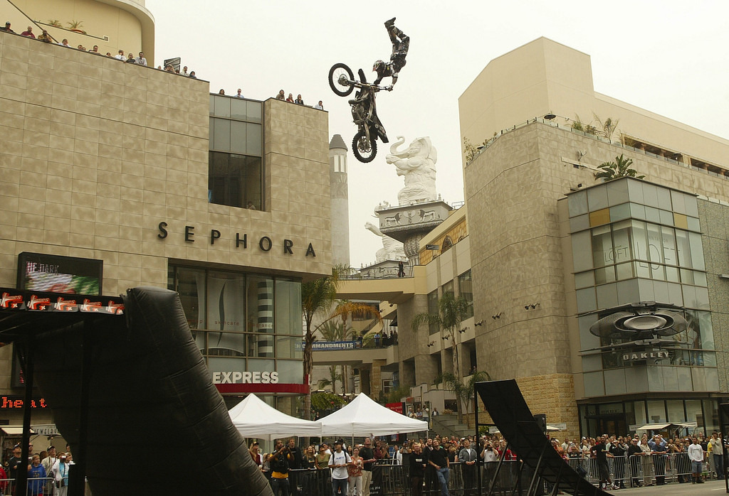 . 6/17/04--HOLLYWOOD-- ESPN\'s X Games marked the launch of ticket sales for the event which starts August 5th by having three Moto X icons do some serious jumping in front of the Hollywood and Highland Center Thursday. HERE BRIAN DEEGAN GETS SOME SERIOUS EXTENSION ON HIS JUMP ABOVE HOLLYWOOD BLVD. The X Games include skateboarding, bike stunts, moto x, wakeboarding and inline skating competitions. DAVID SPRAGUE/DAILY NEWS