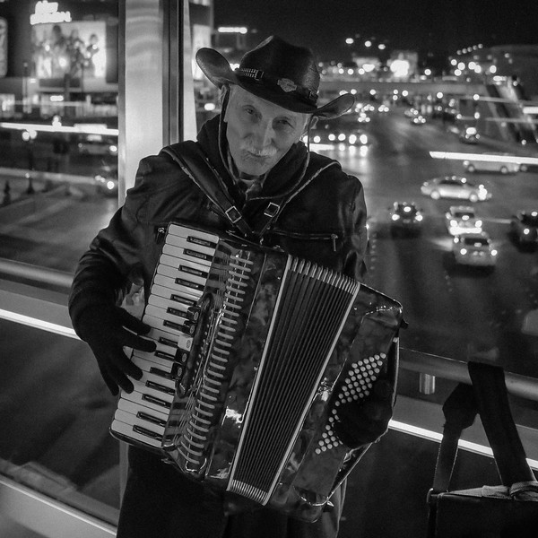 vegas-accordian-man-1.jpg