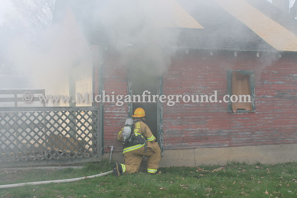 4/18/16 - Eaton Rapids firefighter training, 512 Bentley