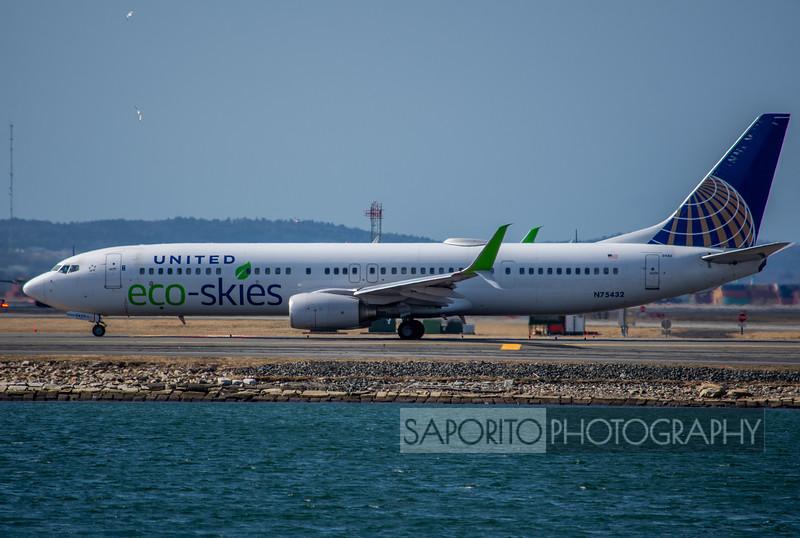 United 737-900