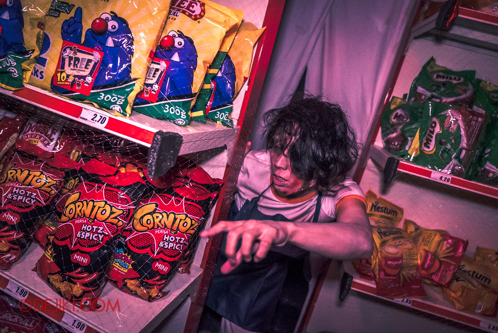 Halloween Horror Nights 7 Review - DEATH Mall haunted house / supermarket