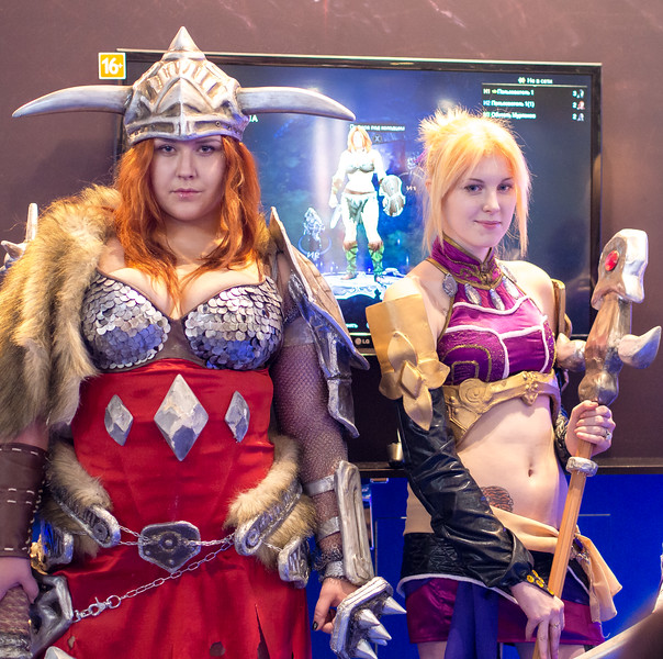 Barbarian and mage girls from Diablo III at Igromir 2013
