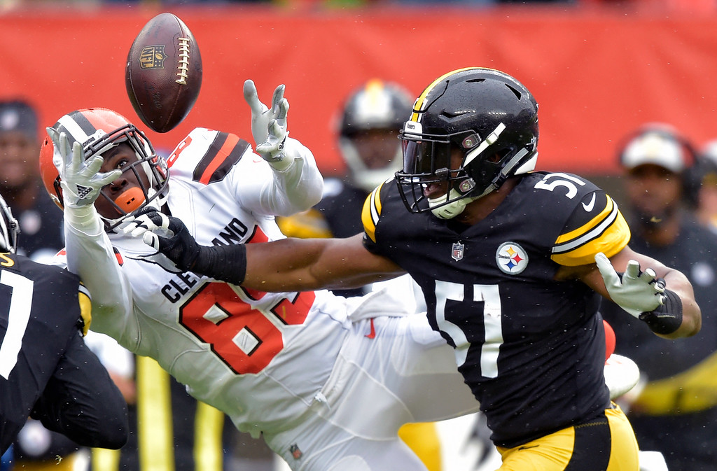 . Cleveland Browns tight end David Njoku (85) reaches but cannot catch a pass under pressure from Pittsburgh Steelers long snapper Kameron Canaday (57) during the first half of an NFL football game, Sunday, Sept. 9, 2018, in Cleveland. (AP Photo/David Richard)