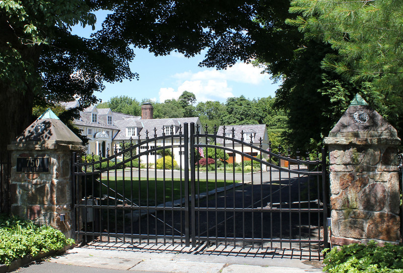 177 - 393915 - Fairfield -  Iron World Driveway Gate