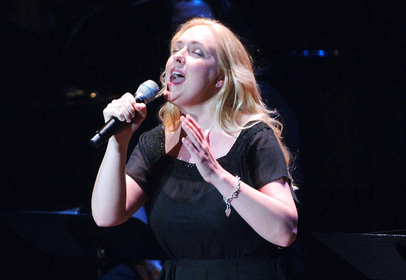 . Singer Mindy McCready performs at the V-Day Presentation of Any One Of Us: Words From Prison at Alice Tully Hall - Lincoln Center June 21, 2006 in New York City.  (Photo by Brad Barket/Getty Images)