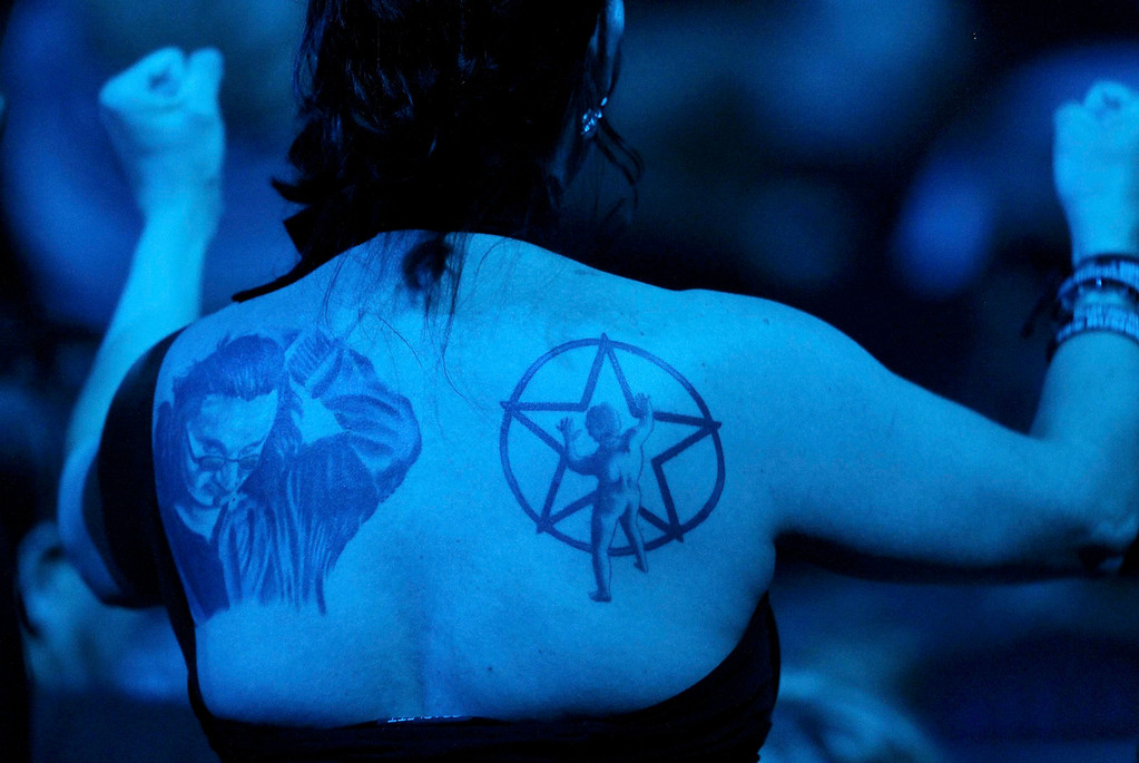 . A Rush fan with tattoos attends the 2013 Rock and Roll Hall of Fame induction ceremony in Los Angeles April 18, 2013.  REUTERS/Mario Anzuoni