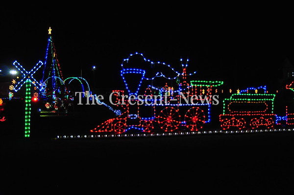 11-24-17 NEWS Christmas Cruise Lights Display