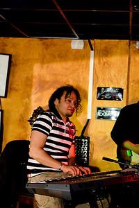 FRANKLIN BATTA met Band