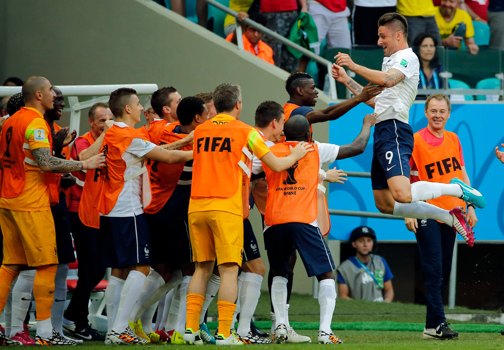 . France\'s Olivier Giroud, right, celebrates after scoring the opening goal during the group E World Cup soccer match between Switzerland and France at the Arena Fonte Nova in Salvador, Brazil, Friday, June 20, 2014.  (AP Photo/David Vincent)