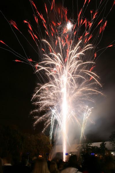 2007_1102putneyfireworks130_edited-1.JPG