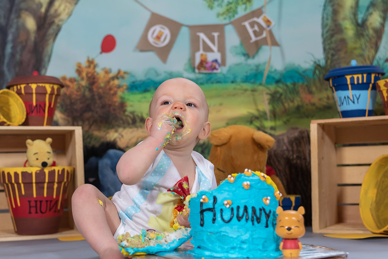 20200215-Orion1stBirthday-PoohCakeSmash-9wm.jpg