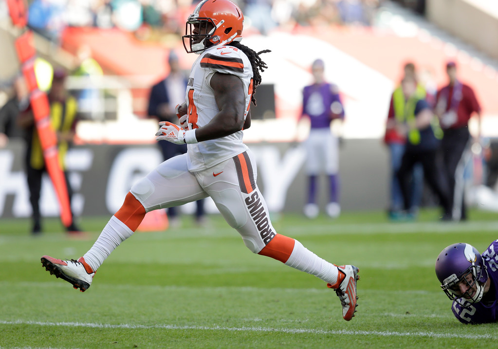 . Cleveland Browns running back Isaiah Crowell (34) races into the end zone to score a 26-yard touchdown run during an NFL football game against Minnesota Vikings at Twickenham Stadium in London, Sunday Oct. 29, 2017. (AP Photo/Tim Ireland)
