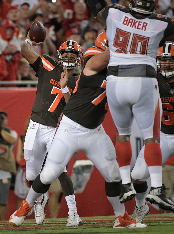 . Cleveland Browns quarterback DeShone Kizer (7) throws a pass against the Tampa Bay Buccaneers during the second quarter of an NFL preseason football game Saturday, Aug. 26, 2017, in Tampa, Fla. (AP Photo/Phelan Ebenhack)