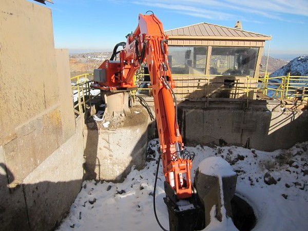 NPK B600 pedestal boom system with a gyratory crusher in a quarry.jpg